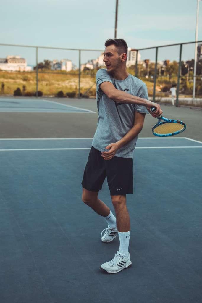 jugador tenis tendinitis hombro